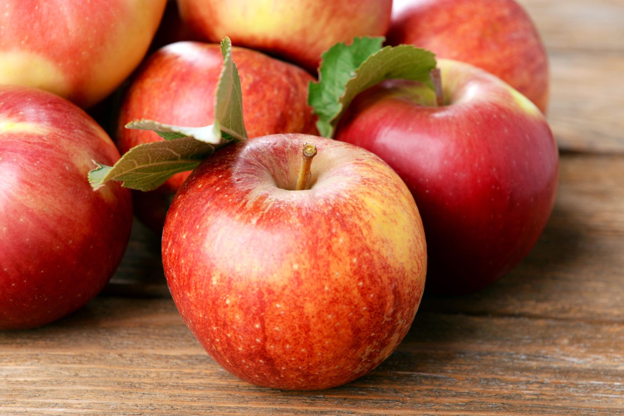 jabłka. dieta i zęby