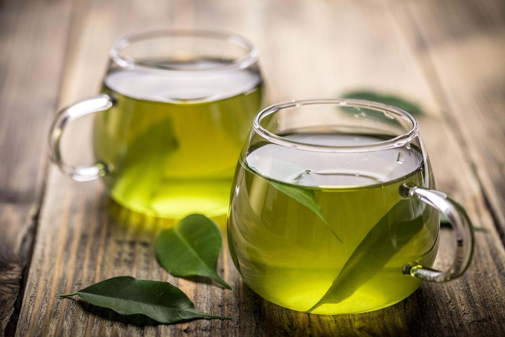 dwie szklanki zielonej herbaty. dieta i zęby